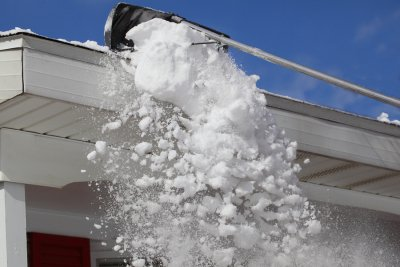 removing-snow-on-roof